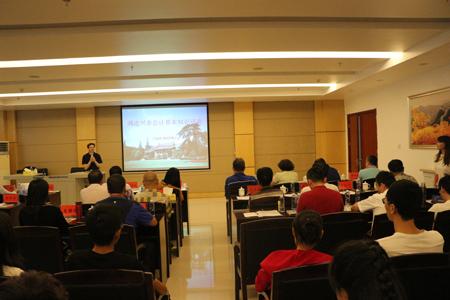 南京师范大学江希和教授正在授课.jpg